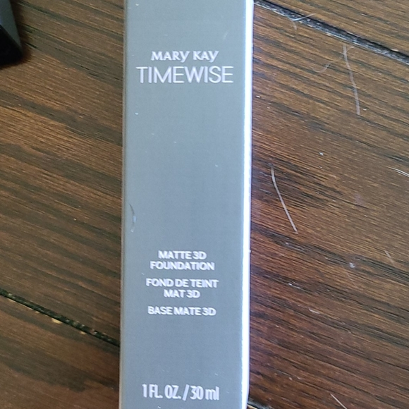 Mary Kay Timewise Matte 3D Foundation, Ivory W 150